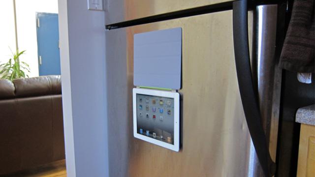 Apple : Smart Cover Magnétique – Votre iPad 2 collé sur le frigo !