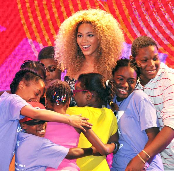 Beyoncé surprend des enfants à Harlem