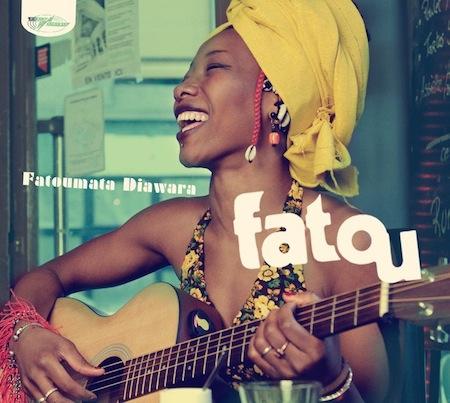 Fatoumata Diawara une voix envoûtante sur une musique aux sonorités ensorcelantes