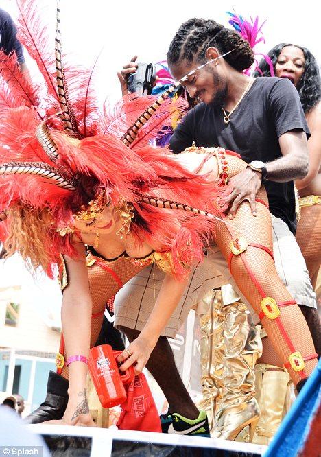 Sagat-Sagat : Rihanna au Carnaval de La Barbade – C'est gâté !