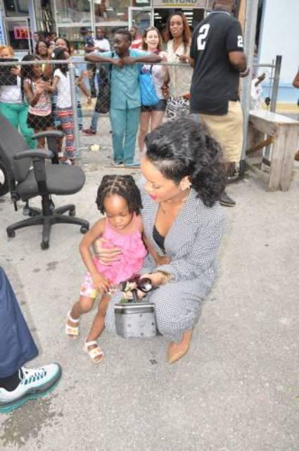 rihanna-noel-2013-barbade-jewanda-10