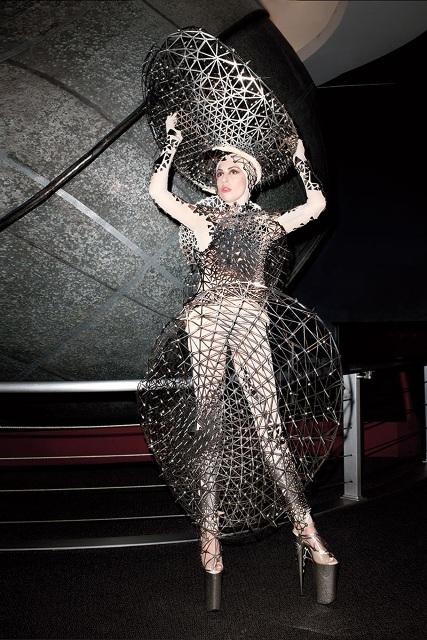 Lady-Gaga-harper-s-bazaar-jewanda-7