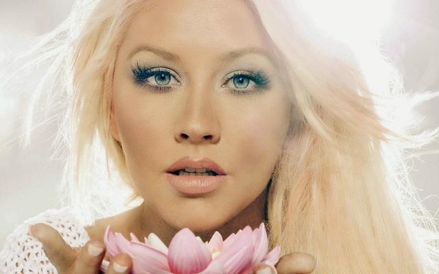 People : Christina Aguilera est bèlè* pour la deuxième fois