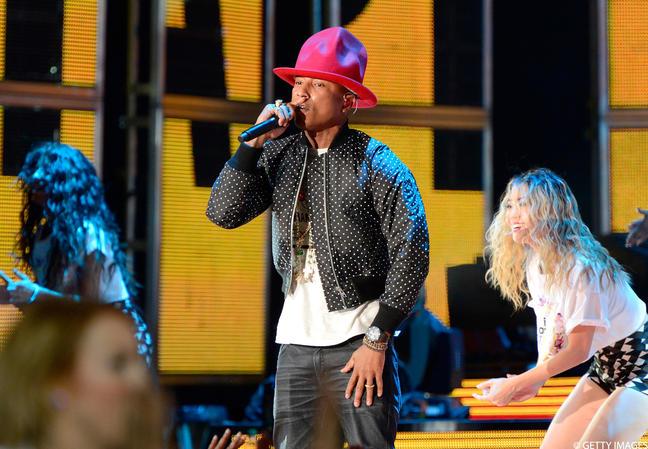 Vidéo : Pharrell Williams déchire le NBA All Star Game 2014