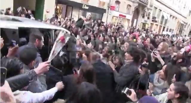 People : Rihanna déchaine les foules à Paris