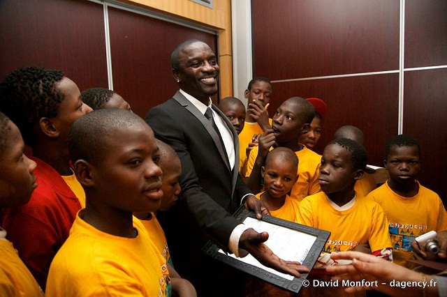 People : Akon en Sierra Leone et au Mali pour son projet d'électrification