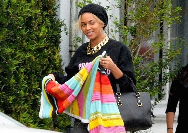 Beyonce-Joeys-Restaurant-Surfboard-Sweatshirt-jewanda