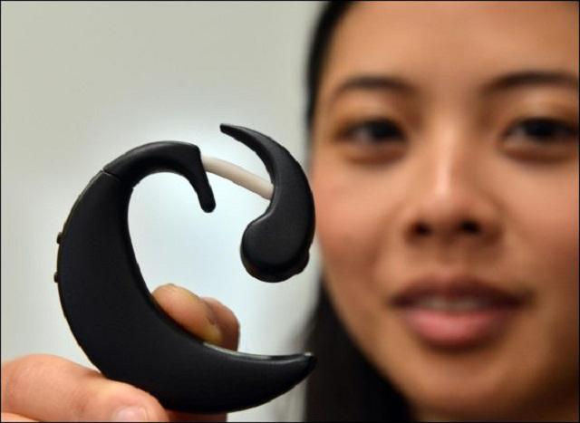 Tech : Un mini pc portable sur oreille à contrôle visuel