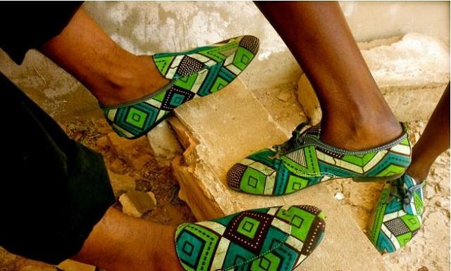 Mode : Les mocassins en pagne d'Undangarou