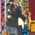 Vidéo : L'ex danseuse de Serge Beynaud lui demande pardon en public