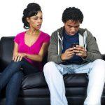 Chronique : Ce que tu cherches dans le téléphone de ton conjoint là, tu vas trouver.....