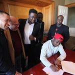 Musique : Davido signe un contrat de 1 million de dollars avec Sony BMG à N...