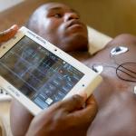 Tech : Les 100 premiers Cardiopads du Camerounais Arthur Zang sont sur le m...