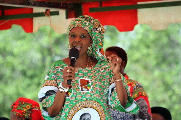 Premiere-dame-zimbabwe-Diplome-afrique-jewanda2