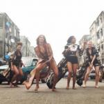 People : Ciara danse nus pieds dans les rues de Lagos (Nigéria)
