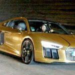 People : Pierre-Emerick Aubameyang s'offre une Audi R8 Or