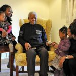Wandayant : Le chauffeur et la secrétaire de Mandela reçoivent leur part d'...