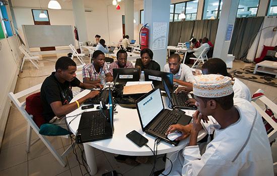 Paul-biya-promet-ordinateurs-etudiants-camerounais-jewanda-1jpg