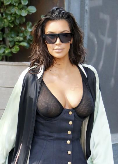 kim-kardashian-robe-transparente-jewanda-10