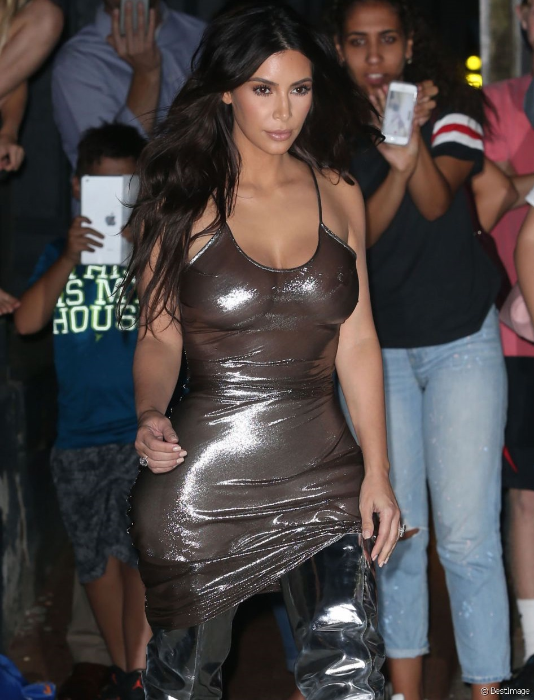 kim-kardashian-robe-transparente-jewanda-6 | Je Wanda Magazine