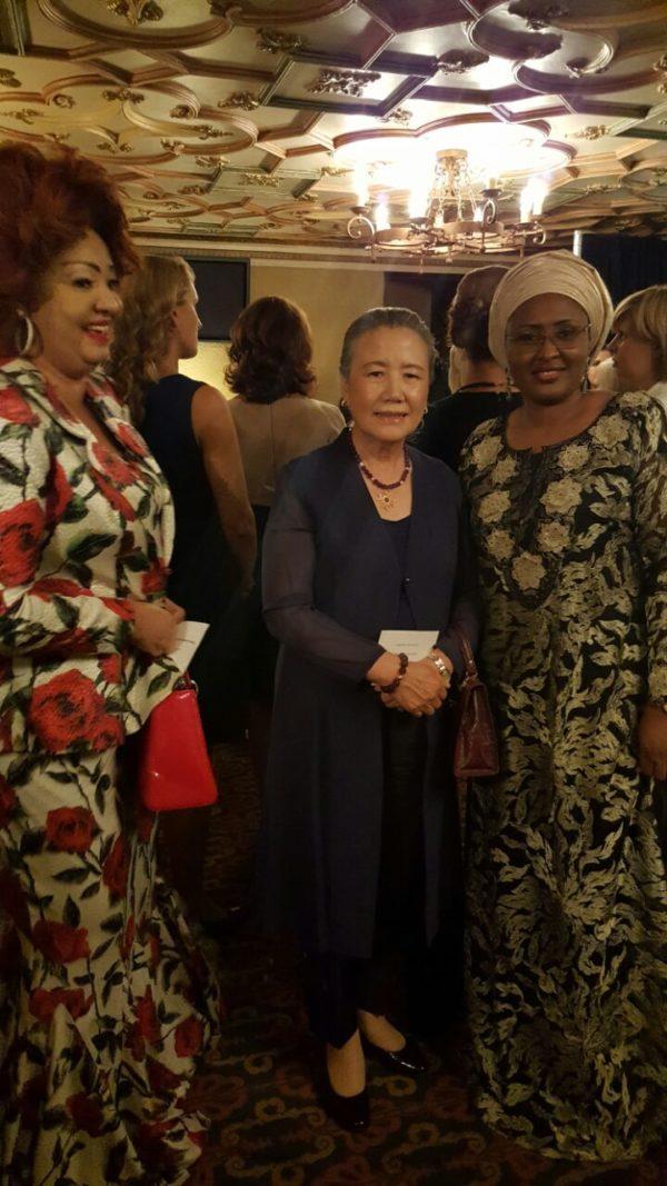 michelle-obama-chantal-biya-education-jeunes-filles-jewanda-3