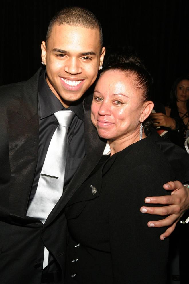 La Mère De Chris Brown Se Refait Le Visage Et Le Corps, Miracle !